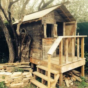 1001pallets.com-my-kids-house-in-pallet-wood