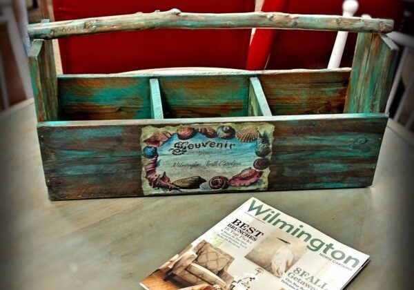 1001pallets.com-painted-branch-handle-pallet-tote-crate-with-decoupage-accents-01