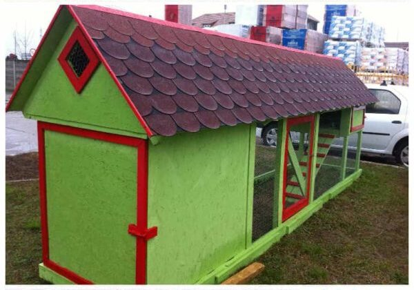 Pallet Chicken Coop Has Incorporated Storage Shed