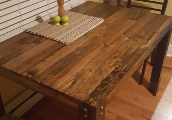 1001pallets.com-pallet-dining-table-first-diy-project