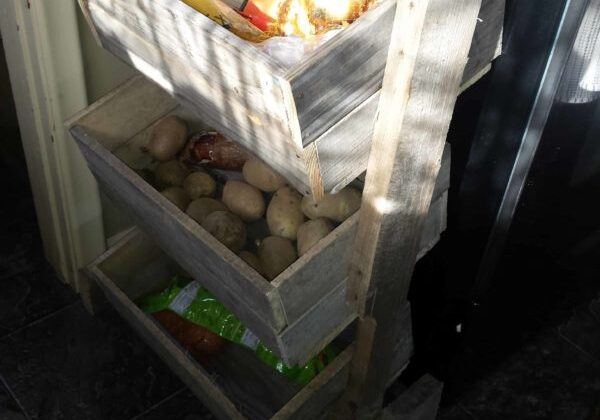 1001pallets.com-i-made-this-potatoonion-bin-from-a-single-pallet