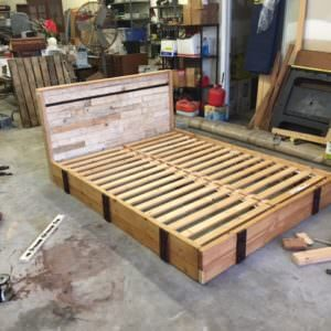 1001pallets.com-building-material-pallets-car-bolts-can-make-good-bed-01