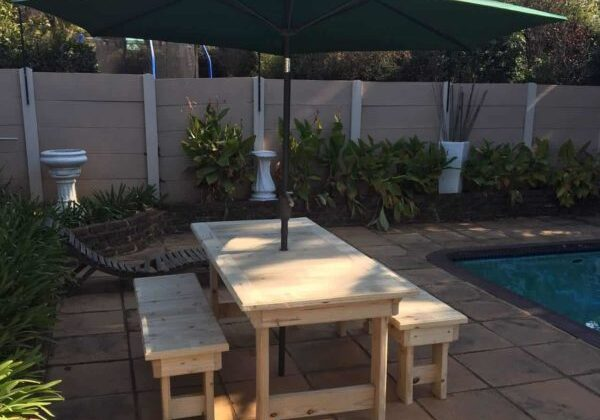 Patio Pallet Dining Table Set