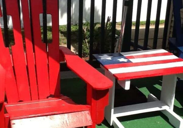 1001pallets.com-patriotic-adriondack-chairs-and-table