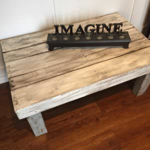 www.1001pallets.com-image-Rustic-painted-pallet-coffee-table