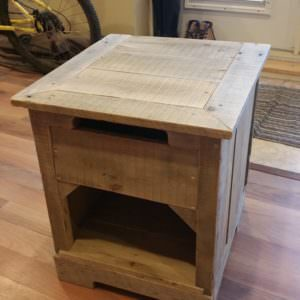 1001pallets.com-rustic-hardwood-night-stand-from-2-pallets
