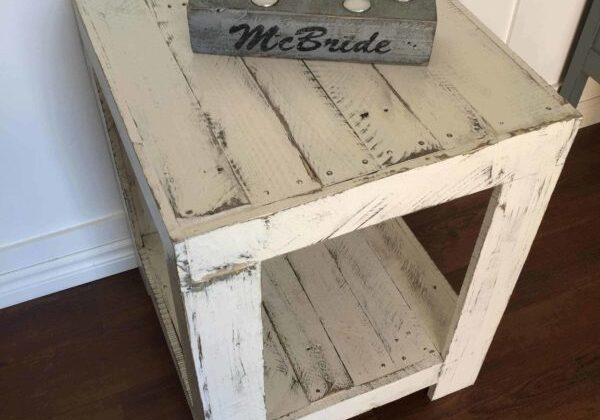 1001pallets.com-rustic-side-table