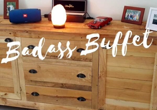 1001pallets.com-stunning-5-pallet-rustic-buffet-has-tons-of-storage-04