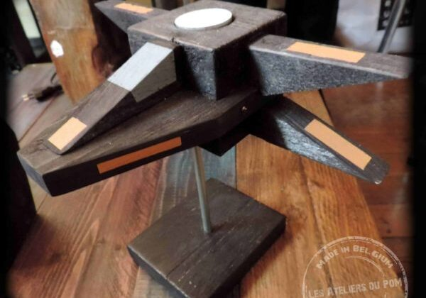 1001pallets.com-use-the-pallet-force-sci-fi-pallet-candleholders-01