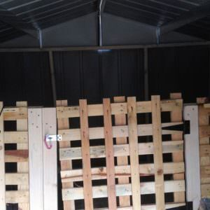 1001pallets.com-using-pallets-in-our-barn